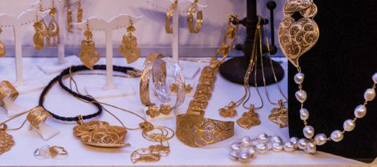 Assortir vos bijoux en or